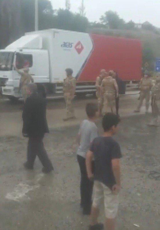 Karakurt'ta Yol Kapatma Eylemi