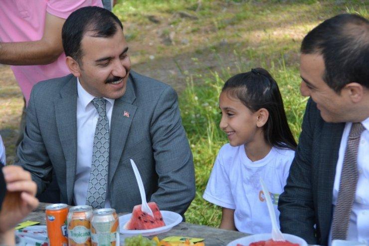 Kars Valisi Öksüz Çocuklarla Fidan Dikti