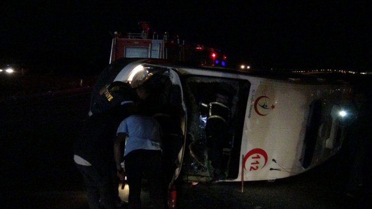 Kars'ta Ambulans Kazası: 3 Yaralı