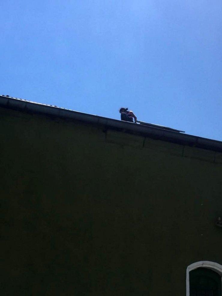 Bunalıma Giren Çocuk Cami Çatısına Çıktı