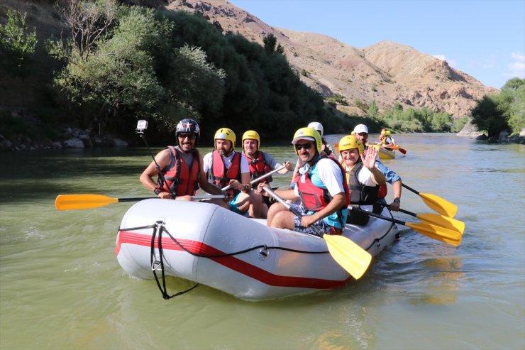 Binali Yıldırım Erzincan'da Rafting Yaptı