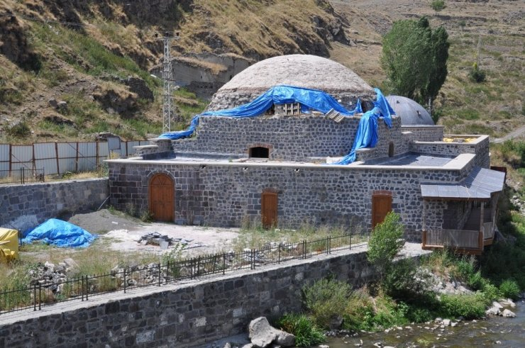 Tarihi Hamamların 'Restorasyon'u Durdu