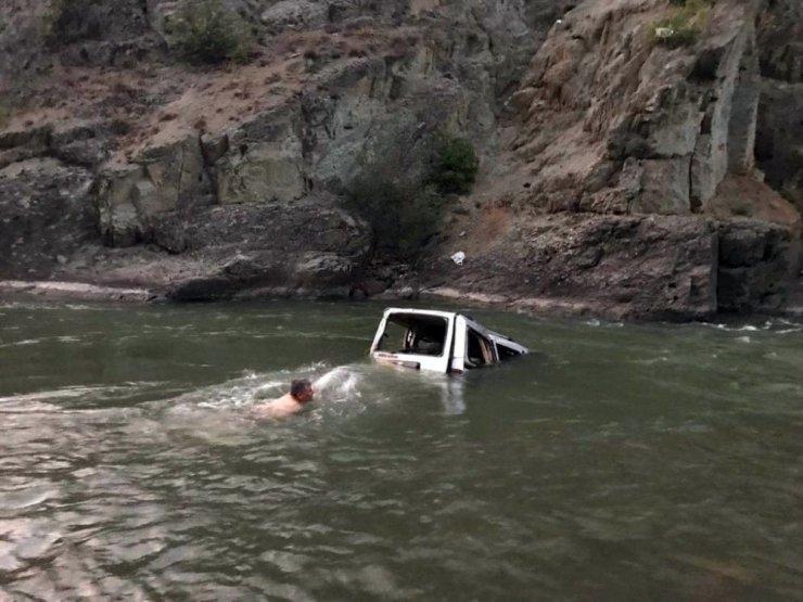 Otomobil Çoruh Nehri'ne Uçtu: 1 Ölü