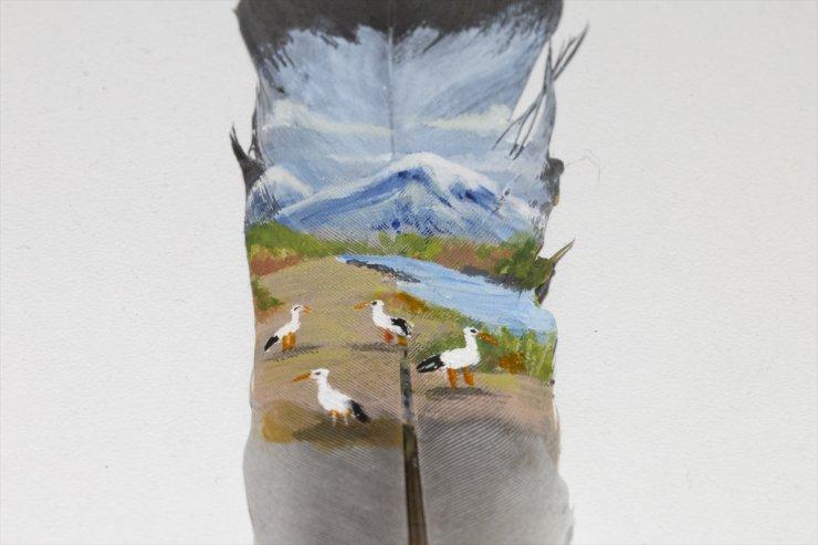 'Çekirdek ve Güvercin Kanadı'na Resim Çiziyor