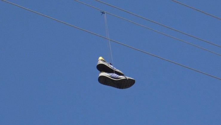 Elektrik Teline Atılan Ayakkabı Trafoyu Yaktı