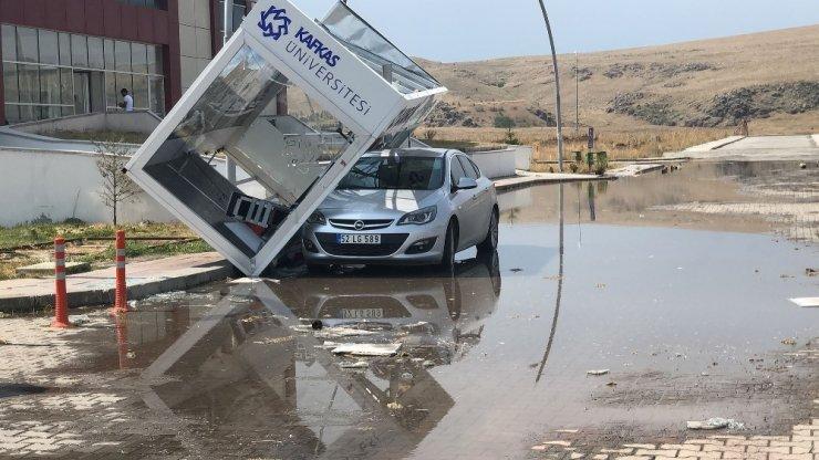 Şiddetli Rüzgar KAÜ'de Zarara Yol Açtı