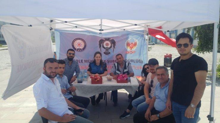 Polis, KAÜ'de Bilgilendirme Standı Açtı