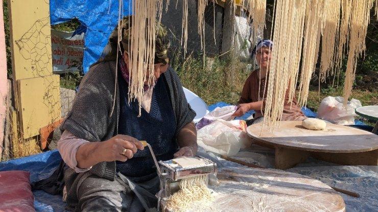 Kars'ta Kadınların 'Erişte' Hazırlığı