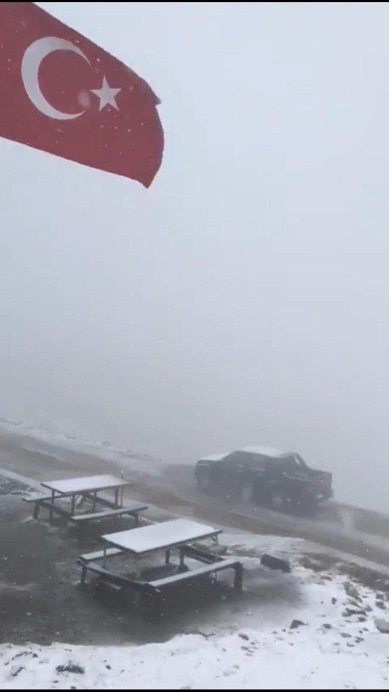 Karadeniz'e Mevsimin İlk Karı Yağdı