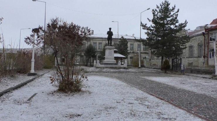 Kars'a Mevsimin İlk Karı Yağdı