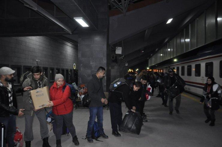 Öğrencilere Yardım İçin Kars'a Geldiler