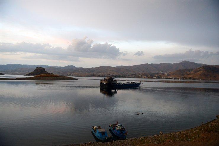 Denizsiz Kentleri Birleştiren Baraj Gölü