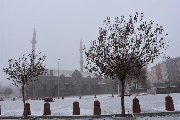 Kars'ta Kar ve Sis Etkili Oluyor