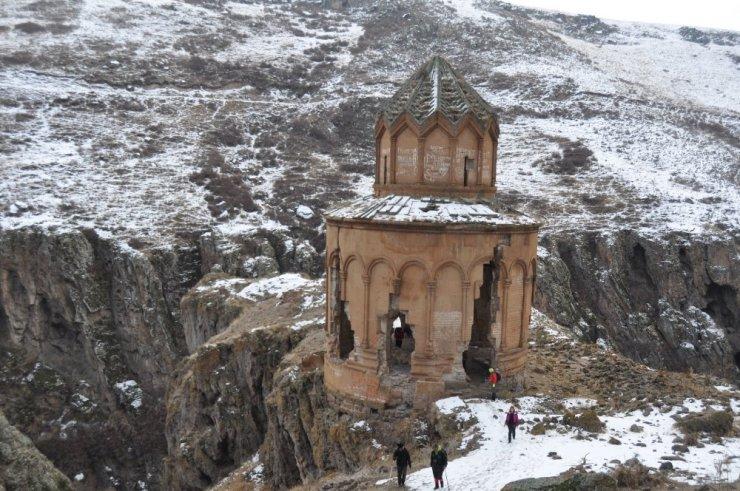 Karslı Dağcılar, Digor Beş Kilise'de