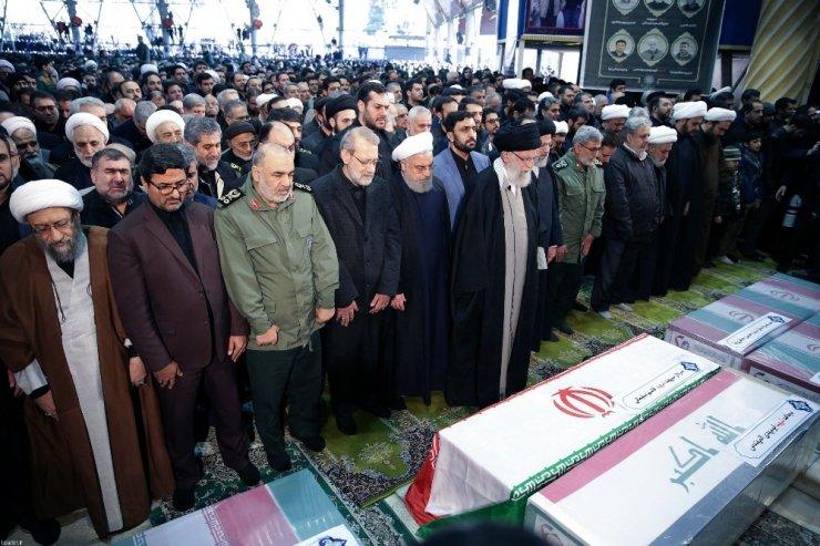 Tahran'da Süleymani İçin Cenaze Töreni
