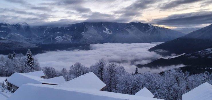Artvin'de Karlı Dağlar ve Bulutlar