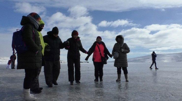Çıldır Gölü'nde Turist Yoğunluğu