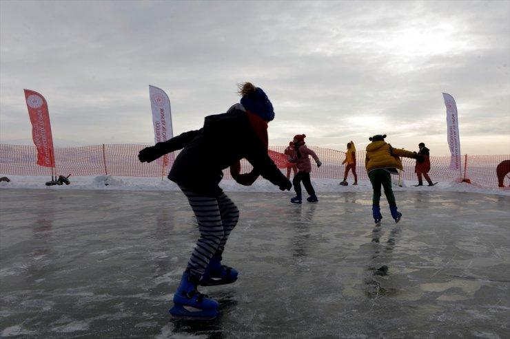 Çıldır Gölü'nde Buz Pateni Keyfi