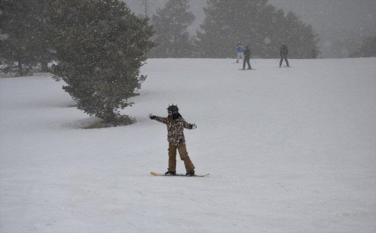 Sarıkamış'ta Kayak Sezonu Devam Ediyor
