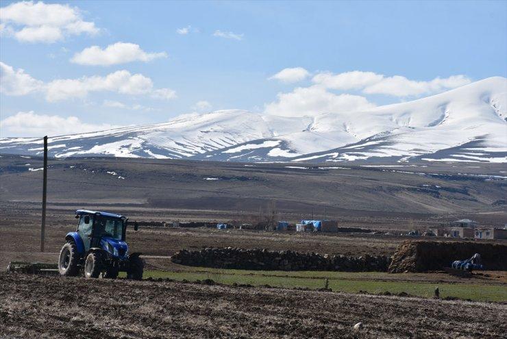 Kars'ta Tarla Sürümü ve Ekimi Başladı