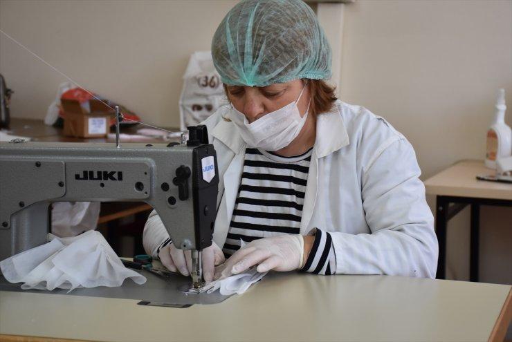 Karslı Kadınlar, Sağlıkçılar İçin Maske Üretiyor