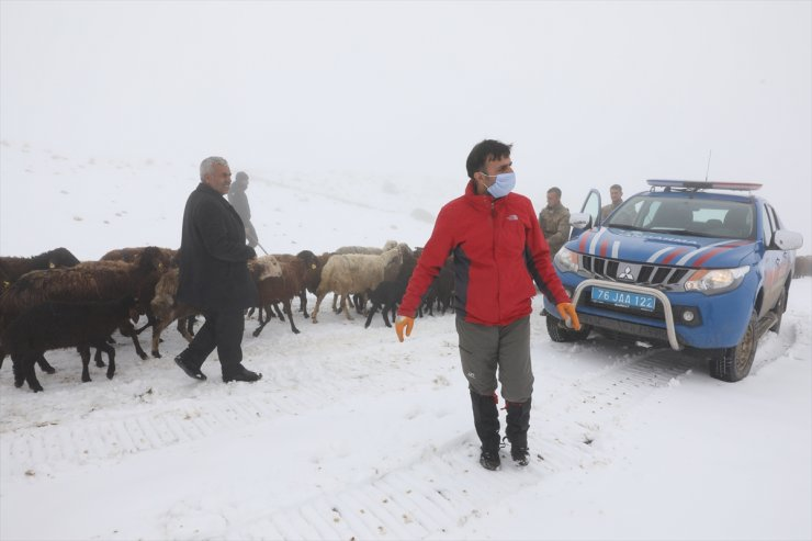 Tipide Mahsur Kalan Çobanlar Kurtarıldı