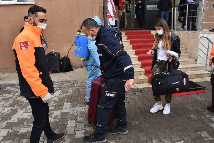 Kars'ta Karantina Süresi Dolan 103 Kişi Evlerine Uğurlandı