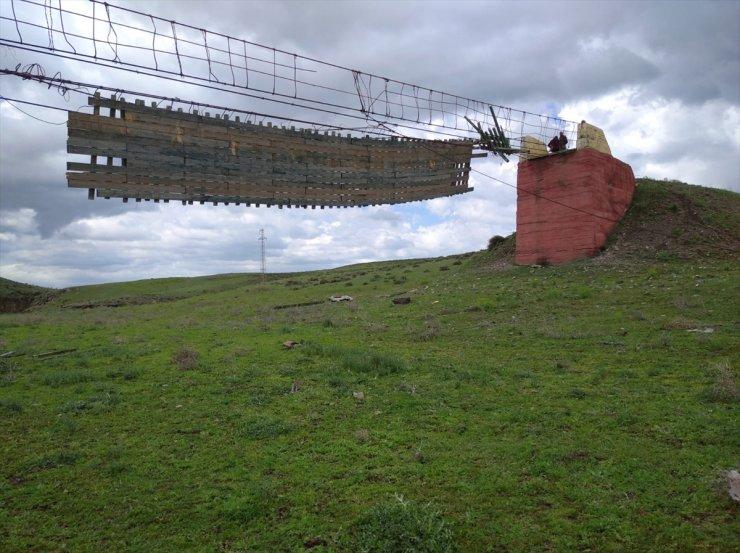 110 mt'lik Asma Köprü Fırtınada Yıkıldı