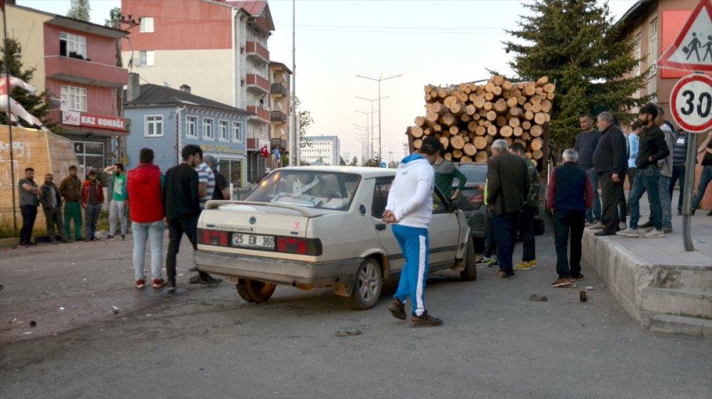 Sarıkamış'ta Maddi Hasarlı Trafik Kazası