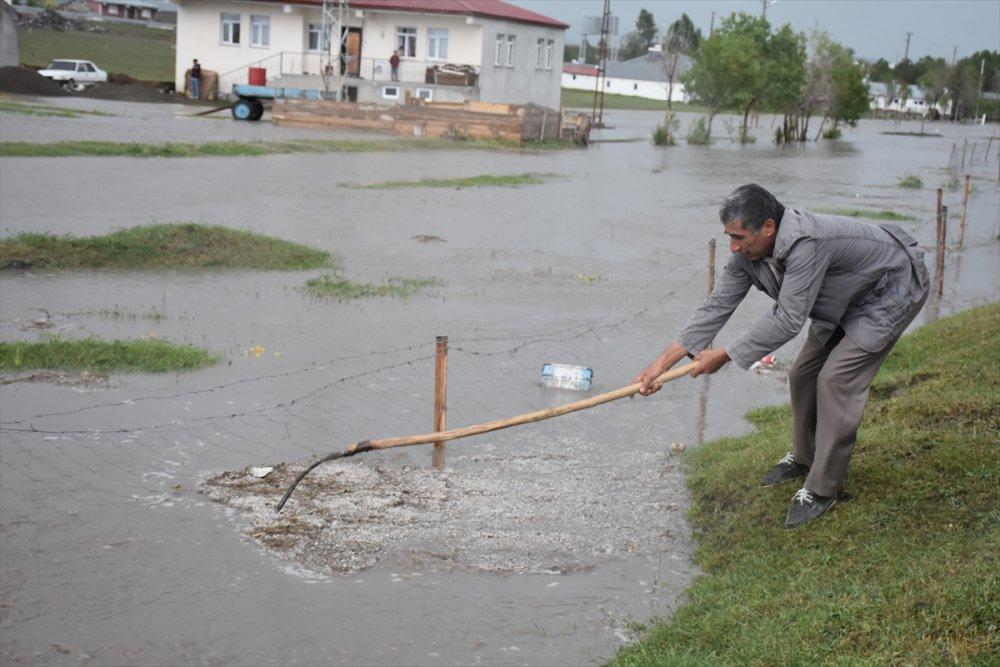 Kars'ta Sağanak Ve Dolu Nedeniyle Evleri Su Bastı