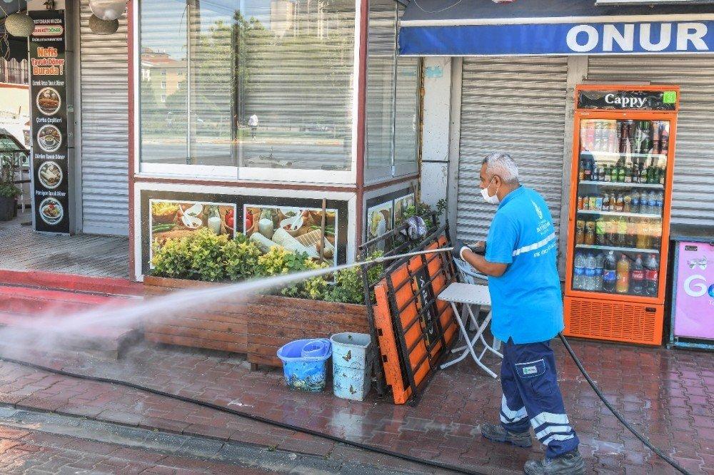Esenyurt'ta Sel Sonrası Çamur ve Balçık Temizlendi