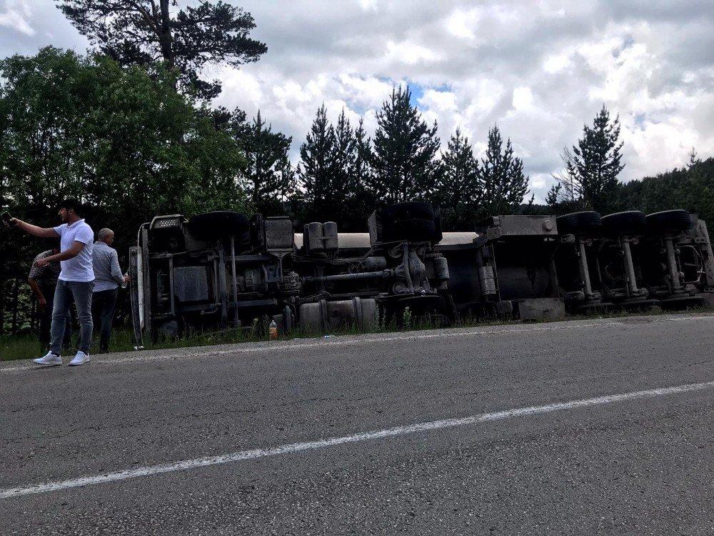Sarıkamış'ta Tanker Devrildi: 1 Yaralı