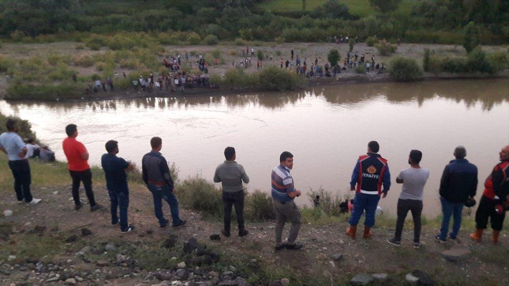 16 Yaşındaki Çocuk Aras Nehri'nde Kayboldu
