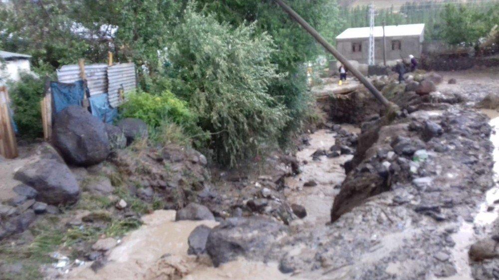 Sağanak Yağış Sele Neden Oldu