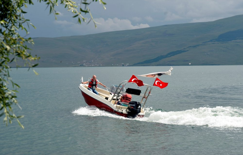 Çıldır Gölü'nde 'Tekne Turları' Başladı