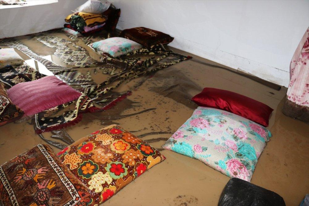 Digor Kocaköy ve Halıkışla'yı Sel Vurdu