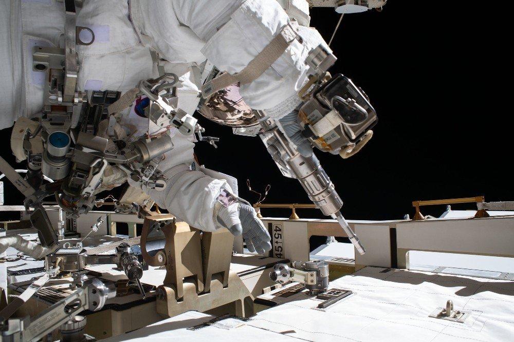 Astronotlardan Uzay Yürüyüşü