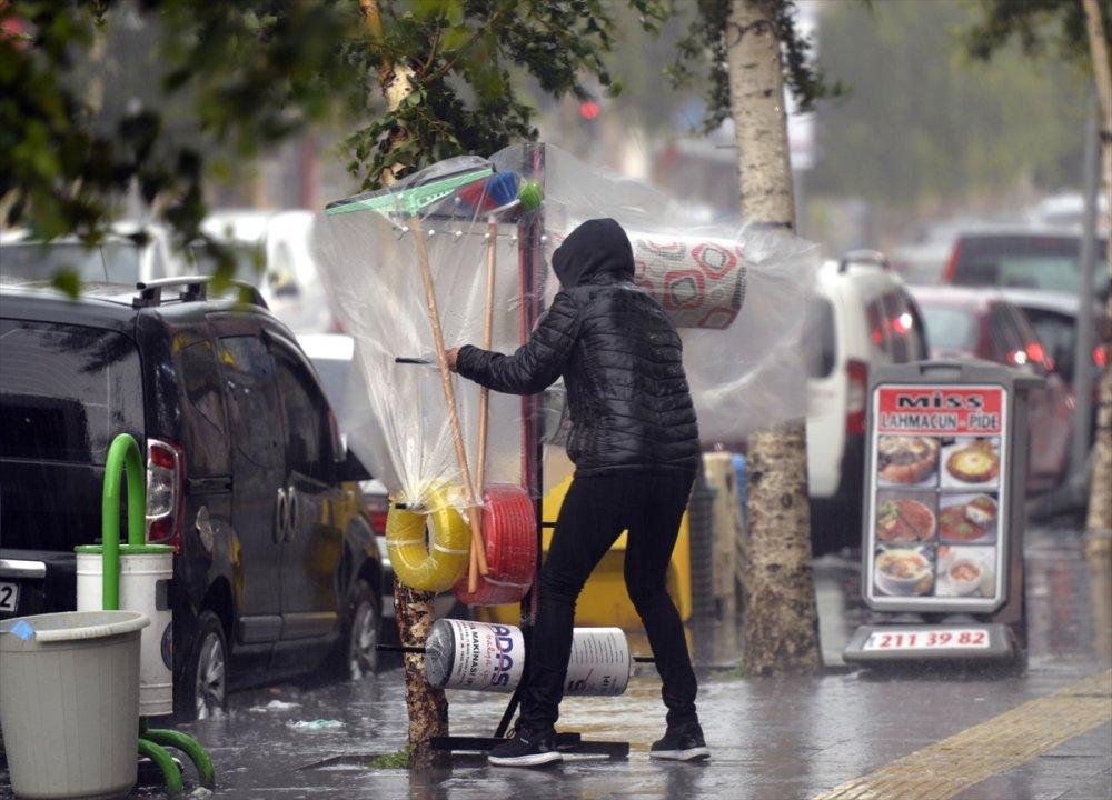Kars'ta Şiddetli Sağanak Yağış
