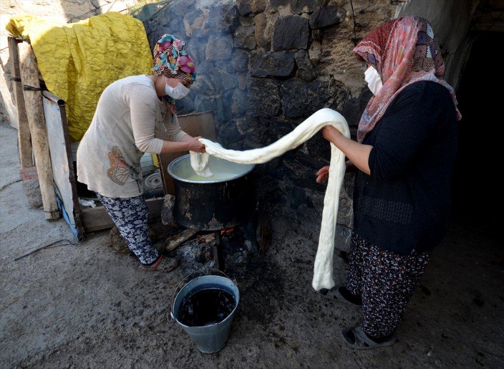 Kars'ın Asırlık Lezzeti 'Çeçil Peyniri'