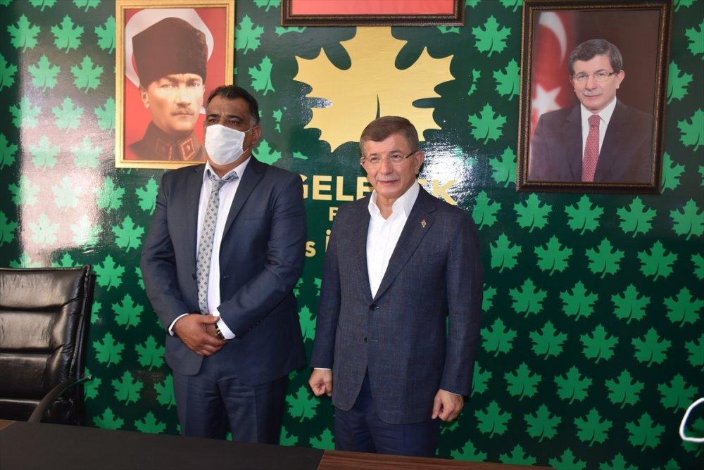 Davutoğlu, Partisinin İl Başkanlığı Binasını Açtı