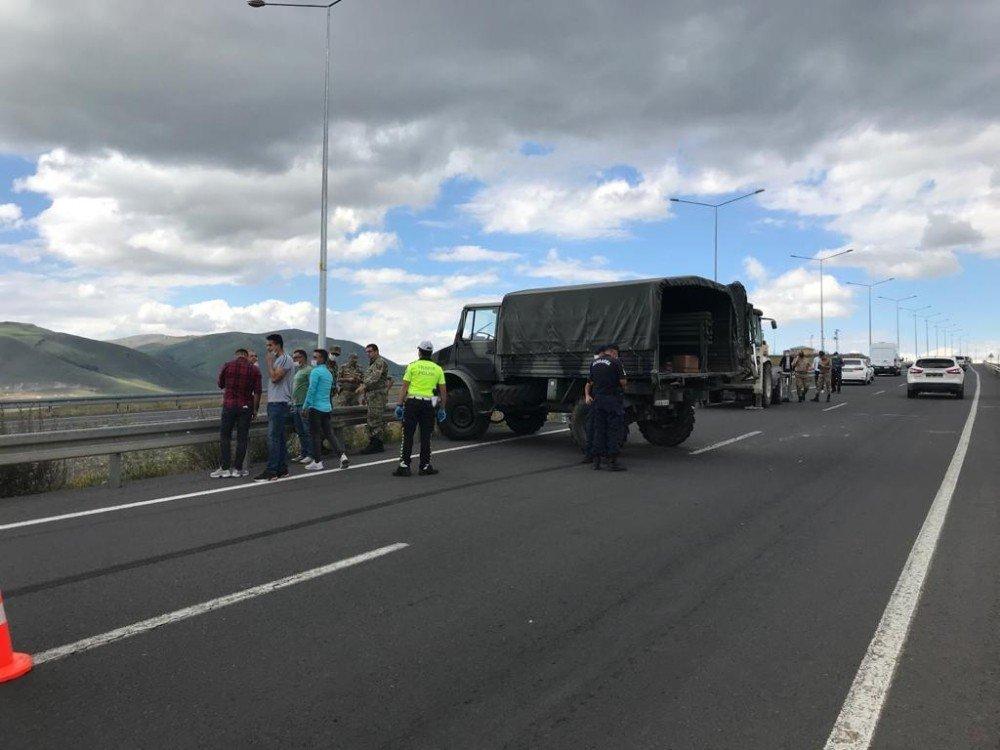 Ardahan'da Askeri Araç Kaza Yaptı