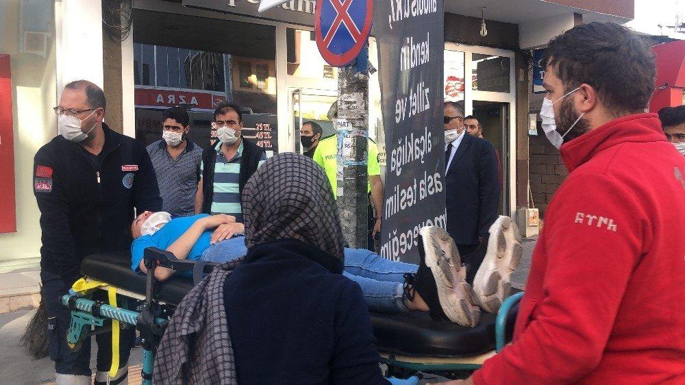 Kars'ta Genç Kıza Otomobil Çarptı
