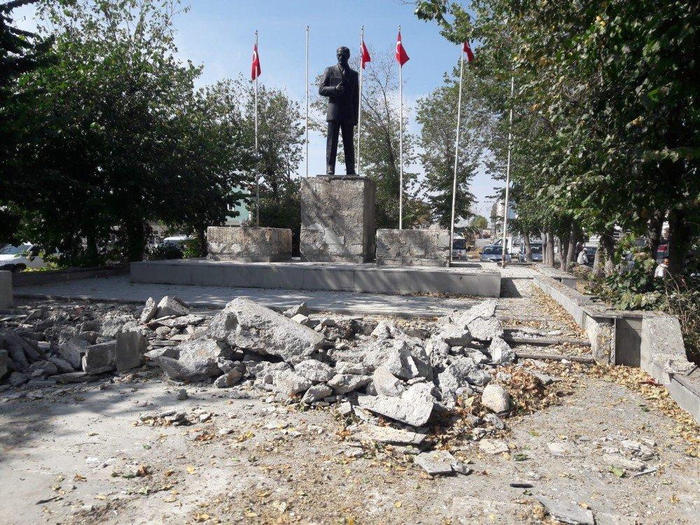 Arpaçay 'Cumhuriyet Meydanı' Yenileniyor