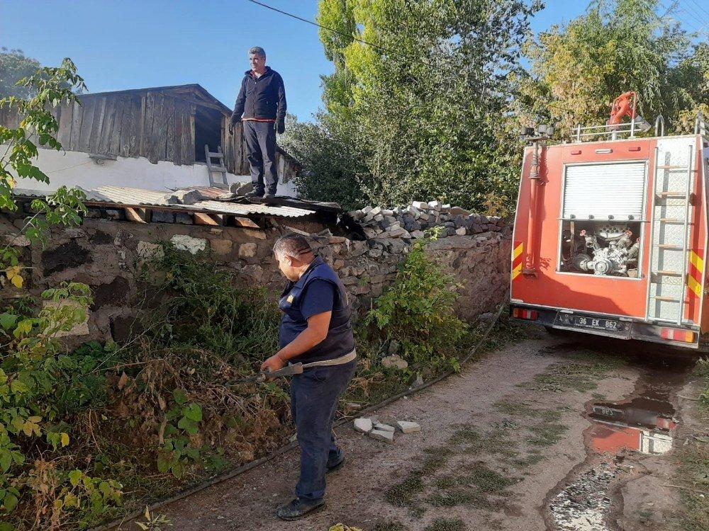 Kars'ta Tek Katlı Ev Tamamen Yandı