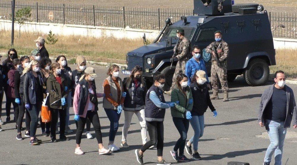 Kars'ta Gözaltına Alınan 21 Kişi Adliyeye Sevk Edildi