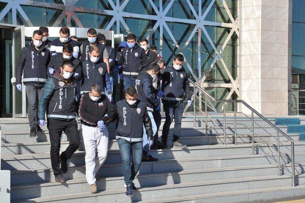 'Siber Çete' 14 Milyon Lira Dolandırdı