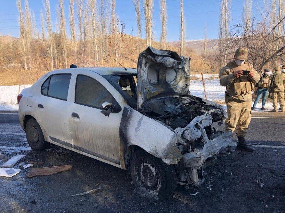 Kars'ta Kaza Sonucu Alev Alan Otomobil Patladı