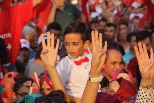 Adana'da Demokrasi Ve Şehitler Mitingi