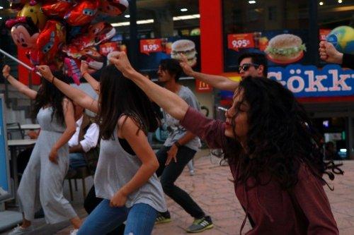 Adana'da Dünya Dans Günü Etkinliği