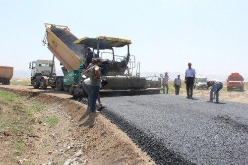 Ağrı'da Köy Yollarını Asfaltlama Çalışması